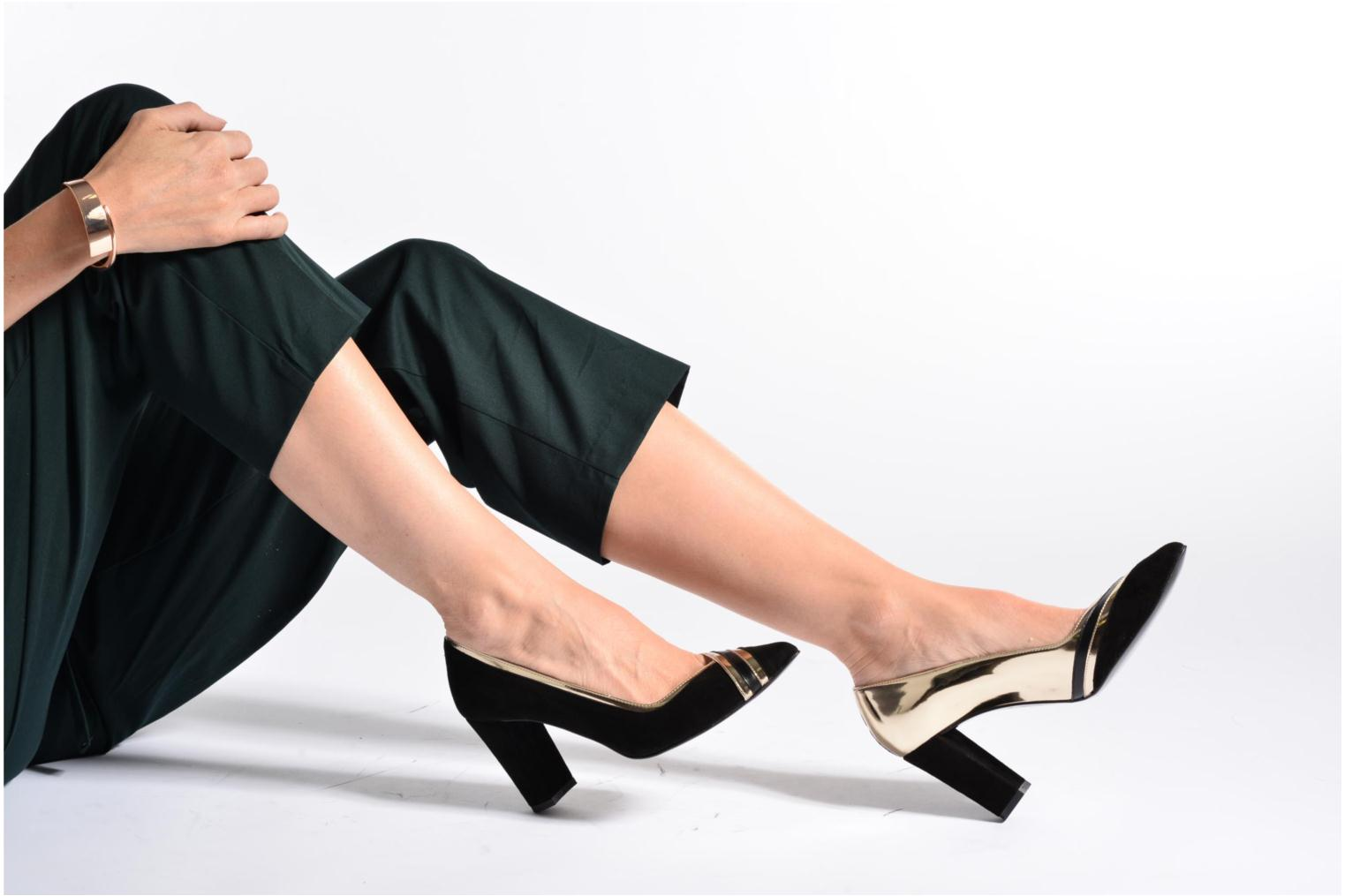 High heels Made by SARENZA Shoe Officer #6 Green view from underneath / model view