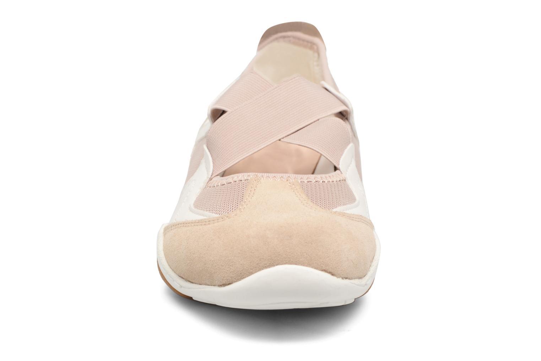 Ballerines Geox D ARROW A Beige vue portées chaussures
