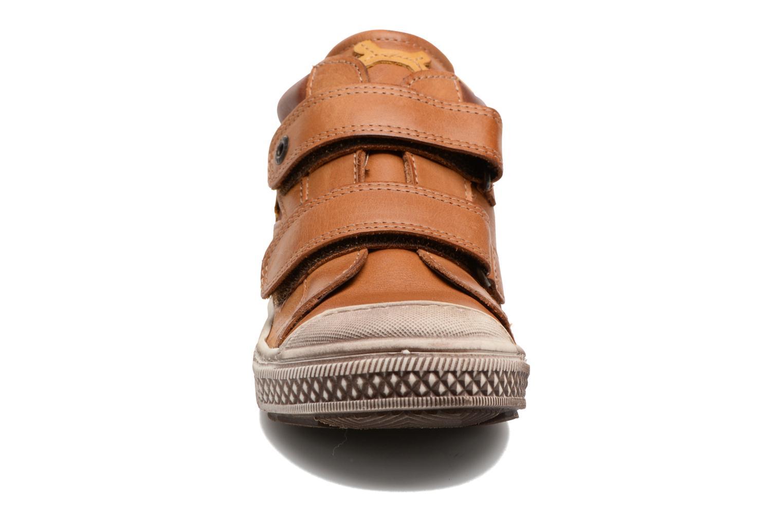 Sneaker Stones and Bones Lifo braun schuhe getragen