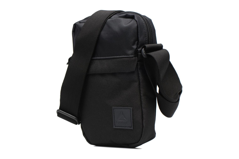 Borse uomo Reebok Style Found City Bag Nero modello indossato