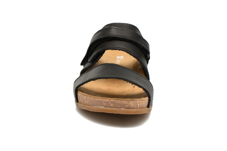 Sandales et nu-pieds El Naturalista Zumaia NF43 Noir vue portées chaussures