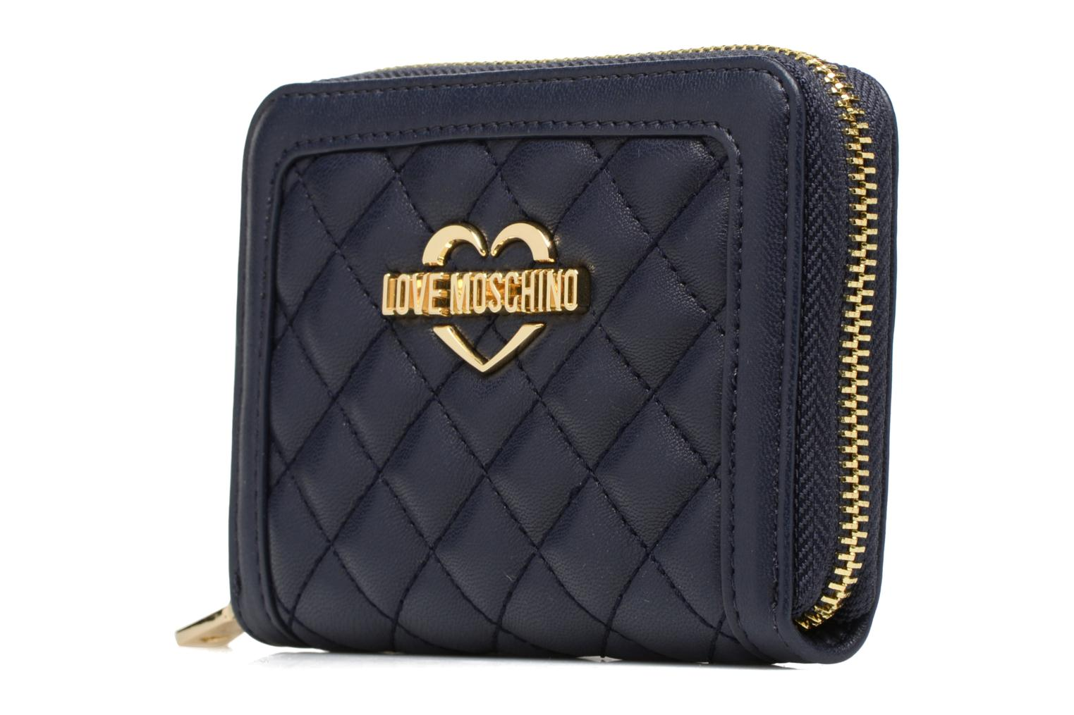 Petite Maroquinerie Love Moschino Portefeuille M Zip Around Quilted Bleu vue portées chaussures
