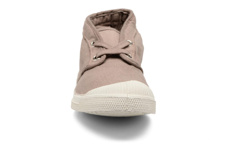 Sneakers Bensimon Tennis New Nils Beige modello indossato