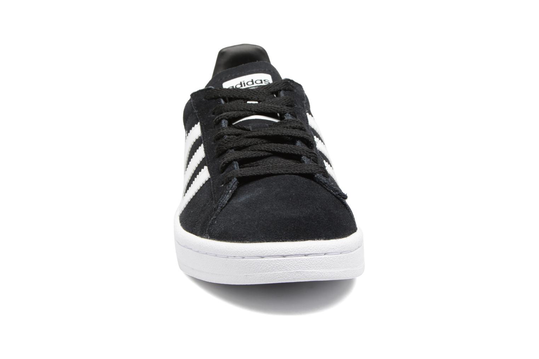 Sneakers Adidas Originals Campus J Nero modello indossato