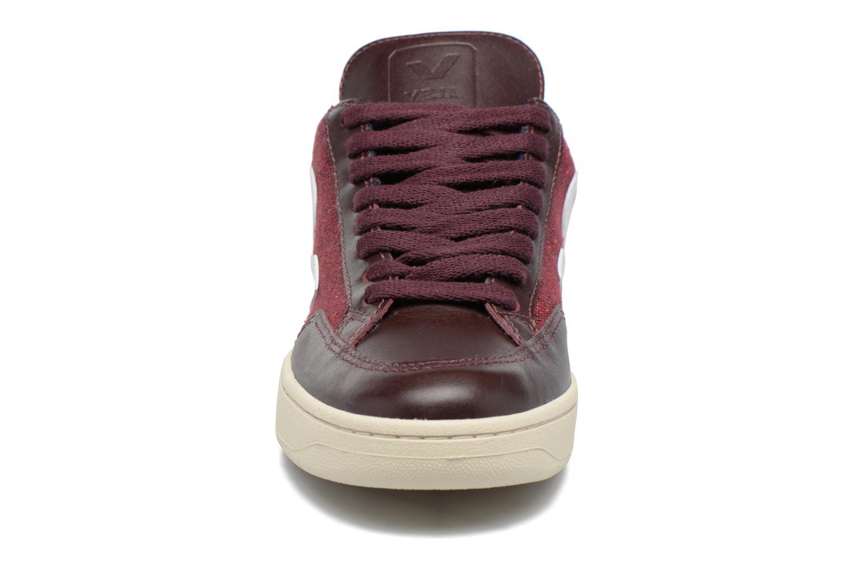 Baskets Veja V-12 PIXEL Bordeaux vue portées chaussures