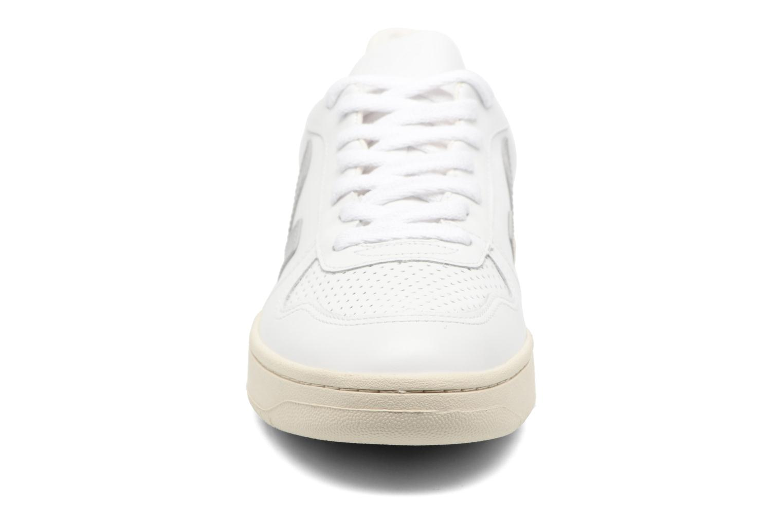 Baskets Veja V-10 LEATHER Blanc vue portées chaussures