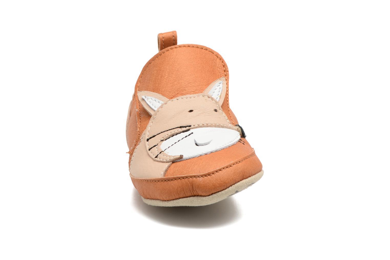 Pantofole Shoo Pom Chou Fox Marrone modello indossato