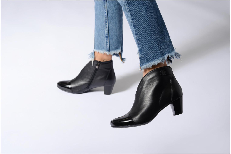 Bottines et boots Ara Turin ST 42086 Noir vue bas / vue portée sac