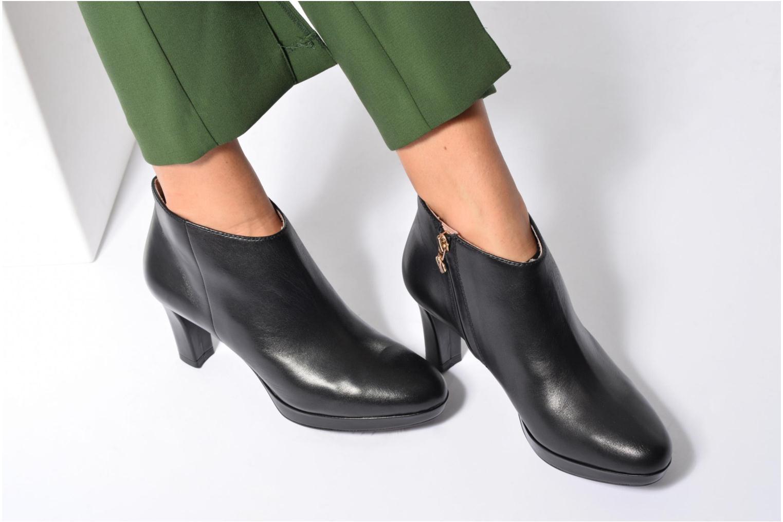Bottines et boots Tamaris Estrid Noir vue bas / vue portée sac