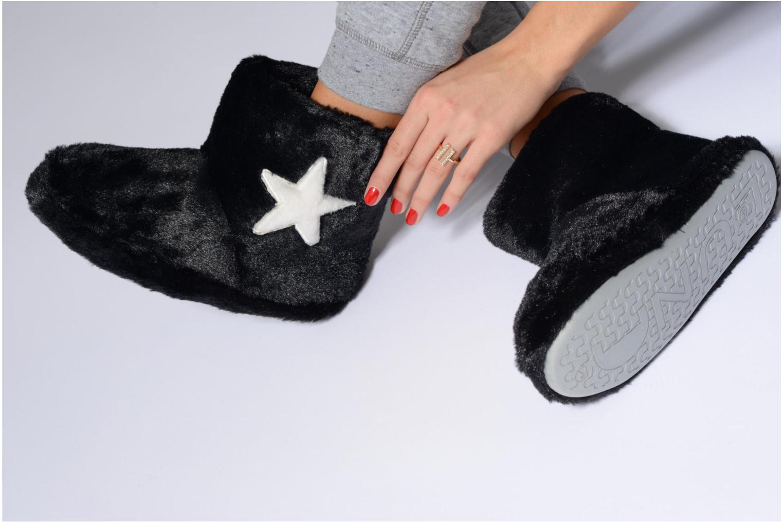 Chaussons Sarenza Wear Chaussons Boots Femme Etoile Noir vue bas / vue portée sac