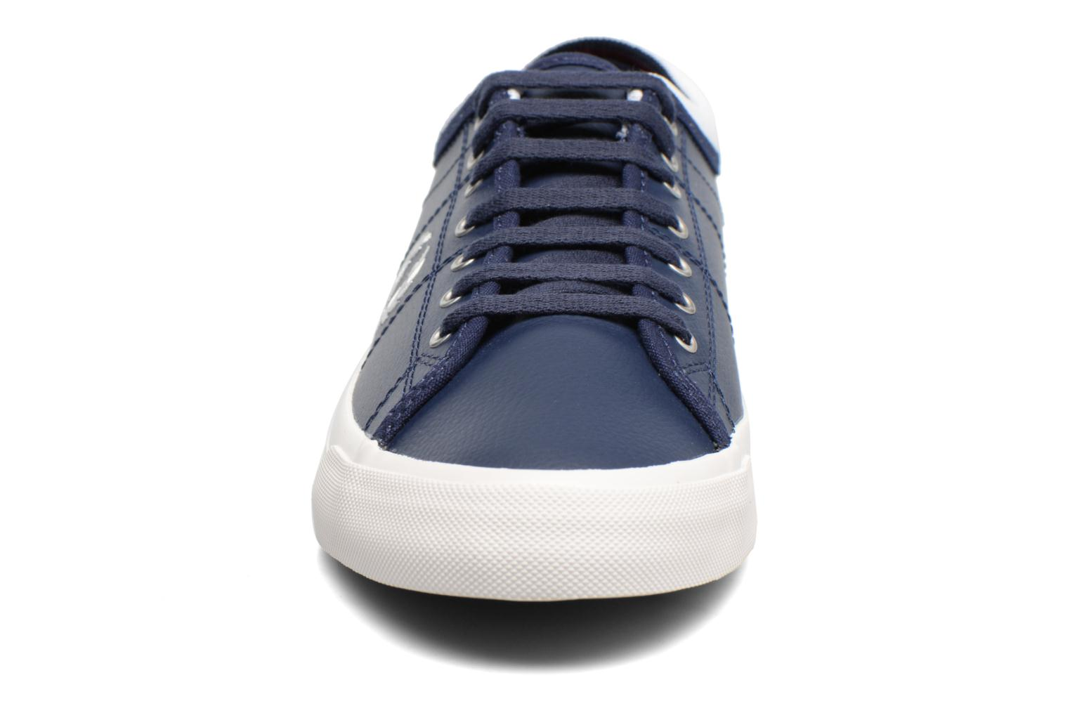 Baskets Fred Perry Kendrick Reversed Tipped Cuff Leather Bleu vue portées chaussures