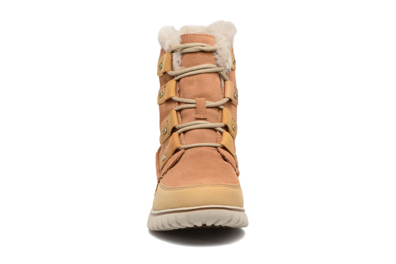 Chaussures de sport Sorel Cozy Joan Marron vue portées chaussures