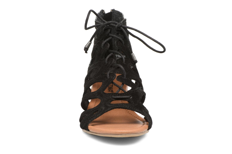 Sandales et nu-pieds Minnetonka merida III Noir vue portées chaussures