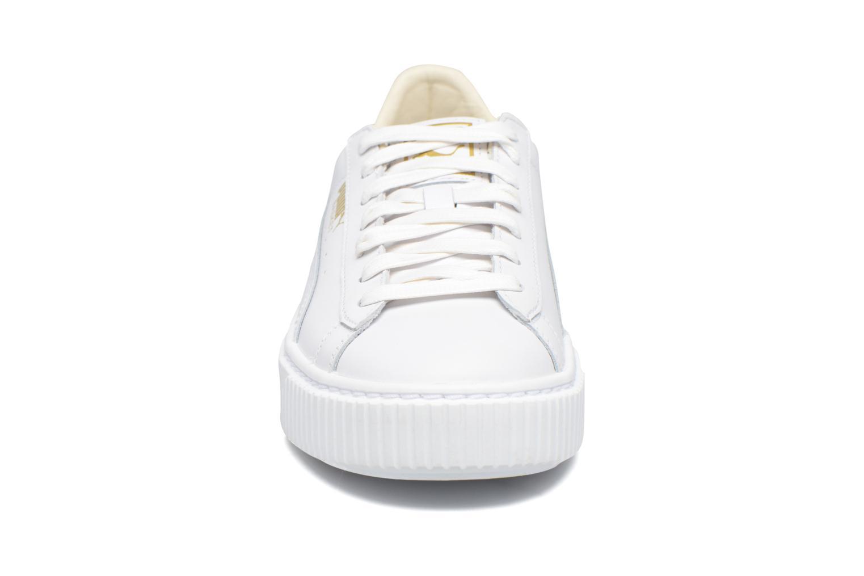 Baskets Puma Wns Basket Platf Core Blanc vue portées chaussures