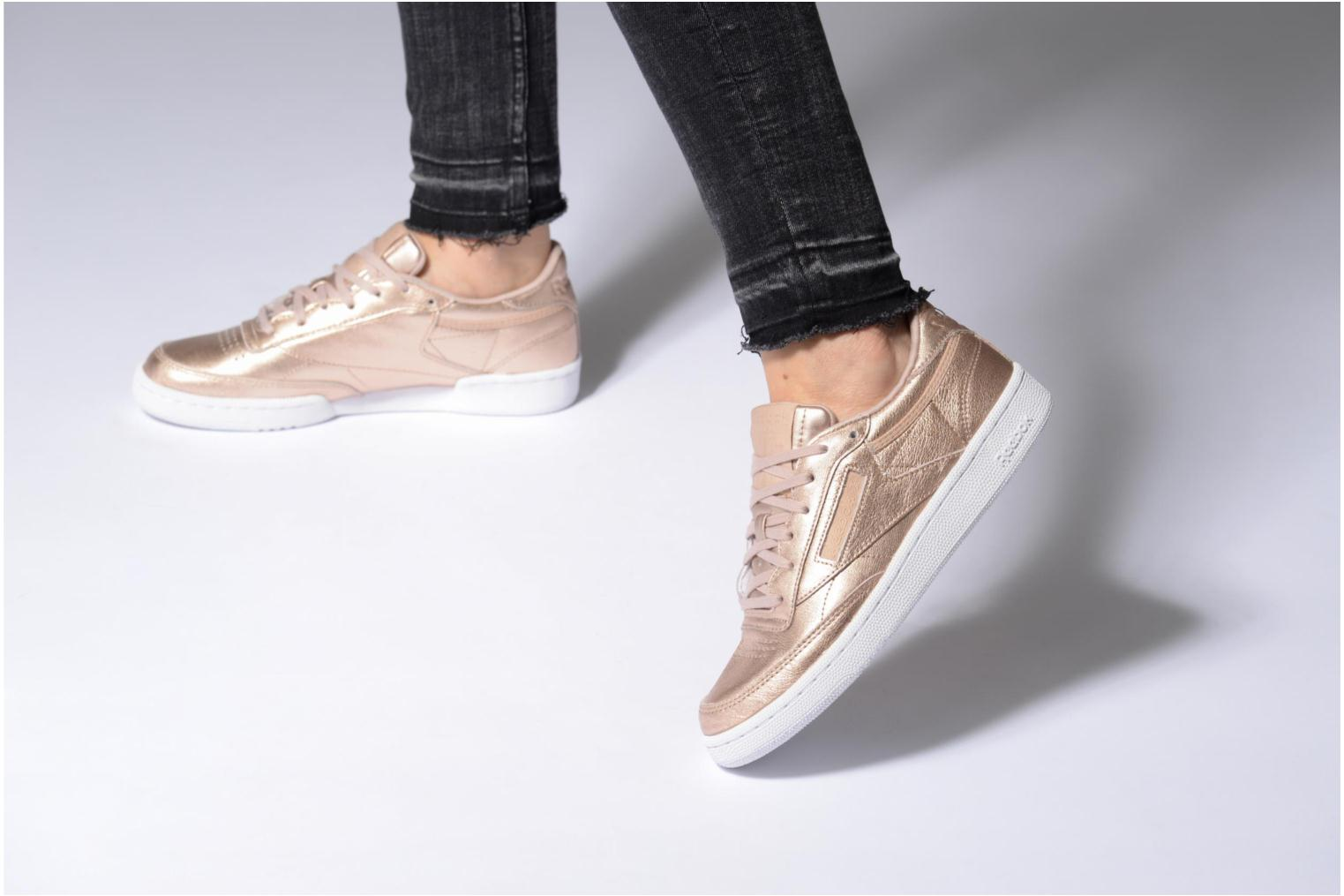 Baskets Reebok Club C 85 Melted Me Or et bronze vue bas / vue portée sac