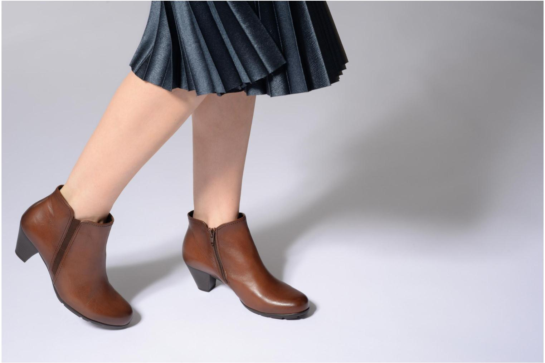 Bottines et boots Gabor Nikita Marron vue bas / vue portée sac