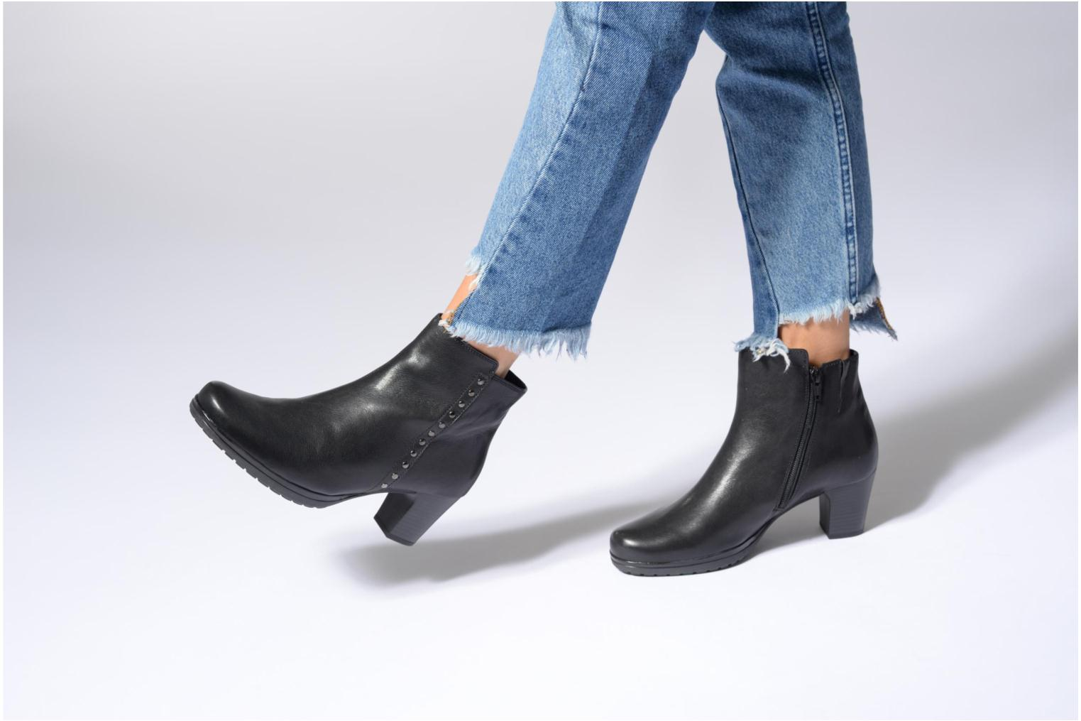 Ankle boots Gabor Antonia Black view from underneath / model view