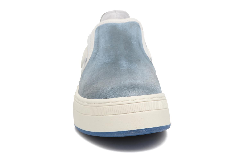 Baskets Pataugas PILI Bleu vue portées chaussures