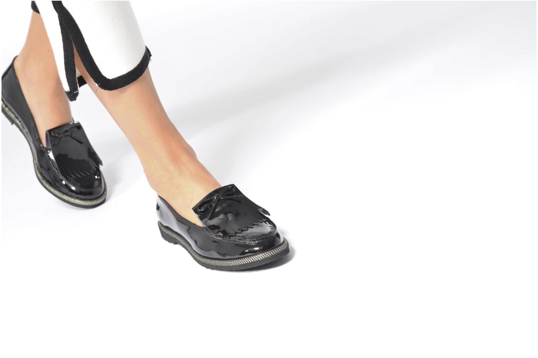 Slipper Anaki Rebecca schwarz ansicht von unten / tasche getragen