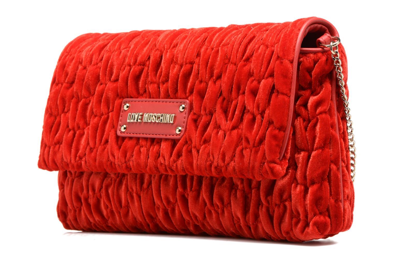 Sacs à main Love Moschino Pochette Chaine Velvet Rouge vue portées chaussures
