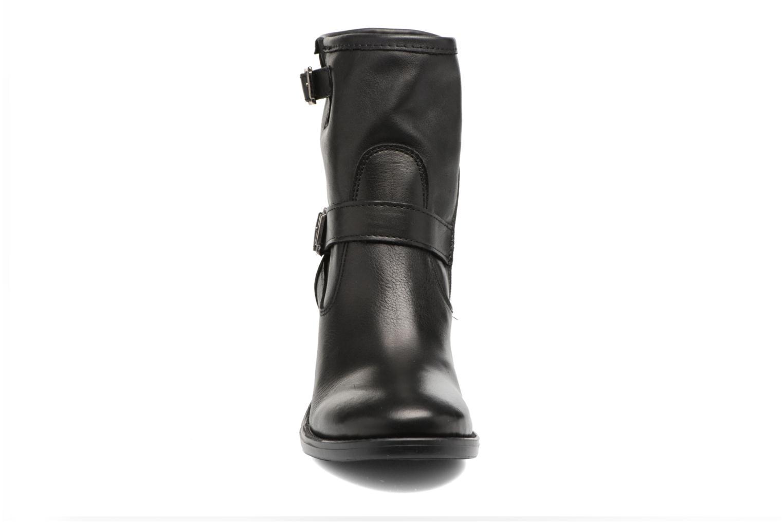 Bottines et boots Georgia Rose Malicia Noir vue portées chaussures