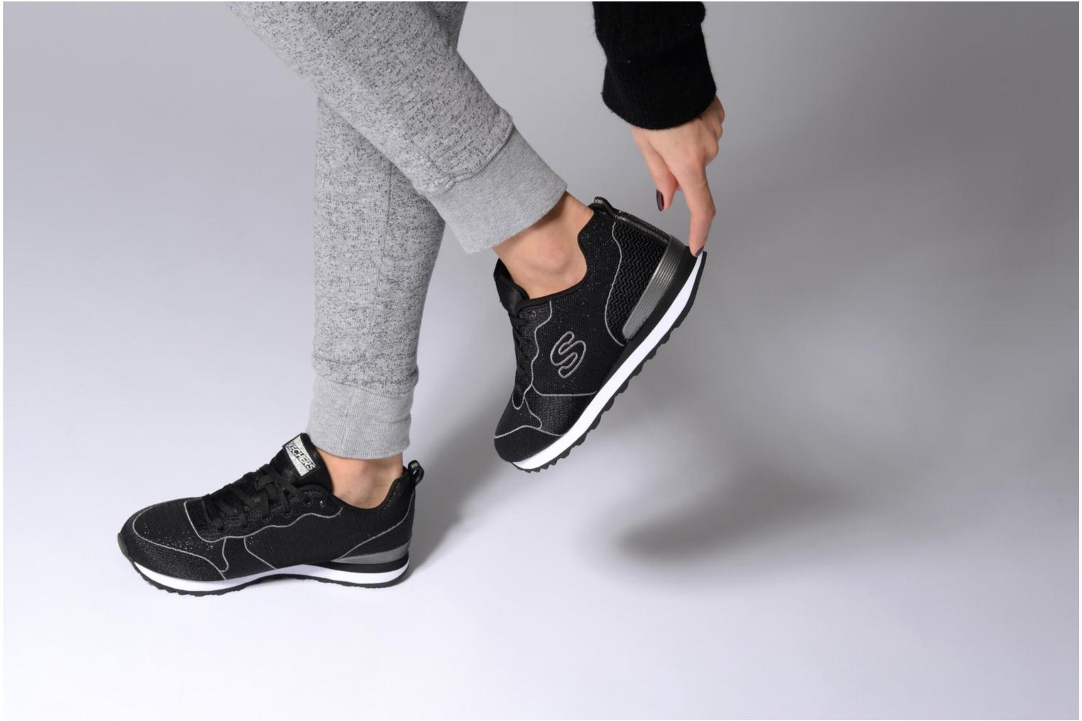 Trainers Skechers OG 84 Black view from underneath / model view
