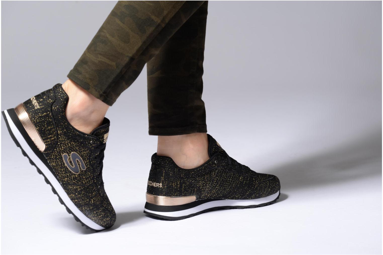 Sneaker Skechers OG 85 Low Flyers schwarz ansicht von unten / tasche getragen