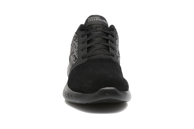 Chaussures de sport Skechers Go run 601 Noir vue portées chaussures
