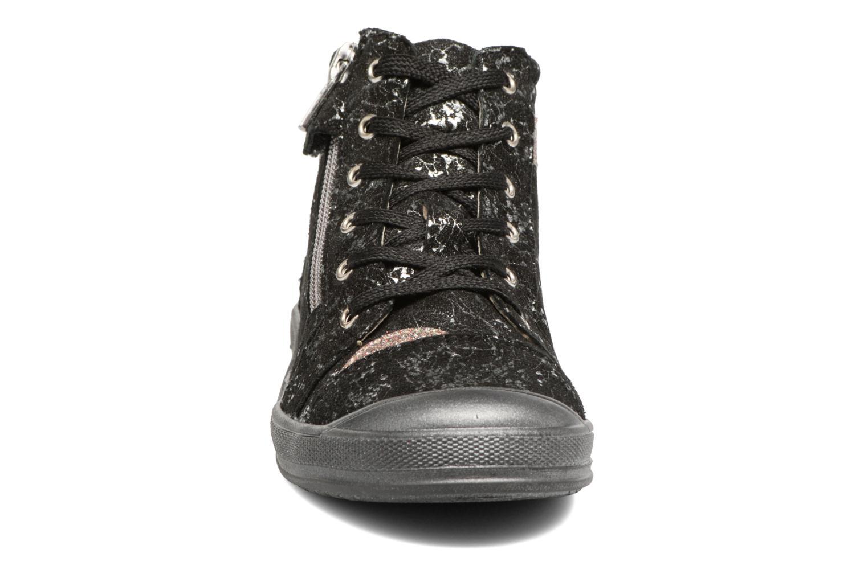 Sneakers GBB Destiny Nero modello indossato
