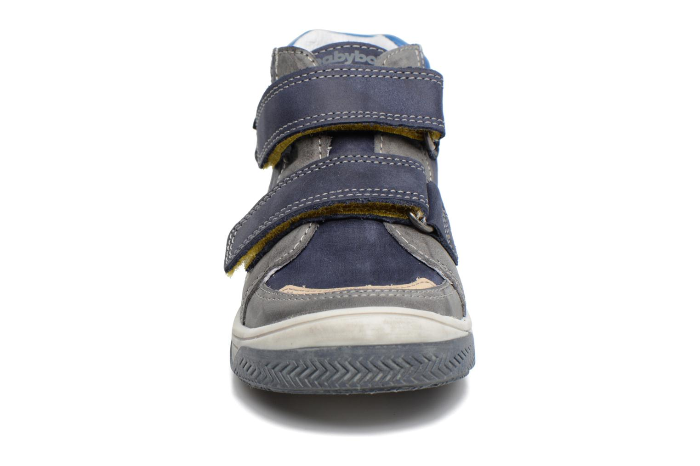 Sneakers Babybotte Atol Grigio modello indossato