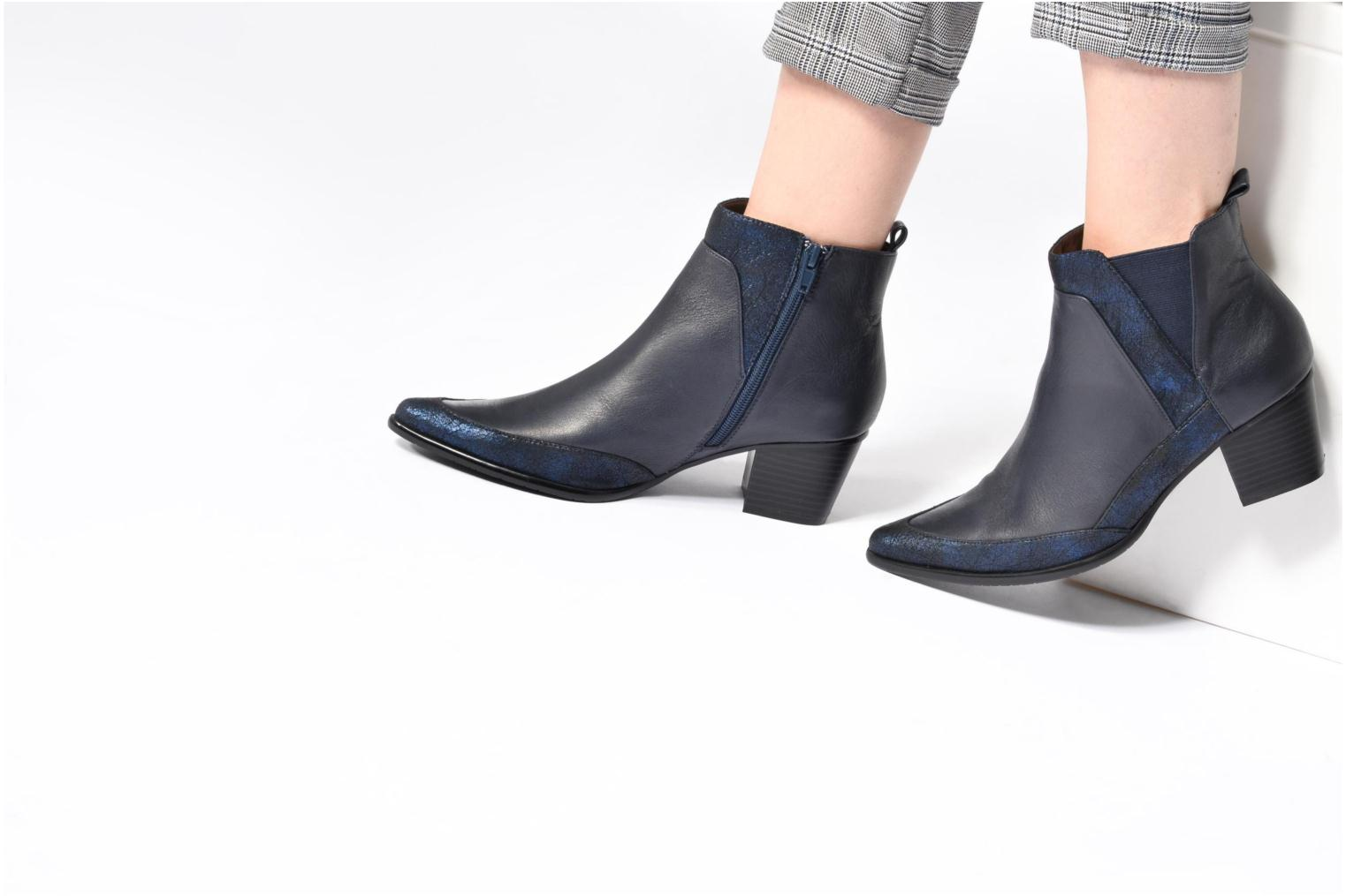 Ankle boots Madison AYLIN Black view from underneath / model view