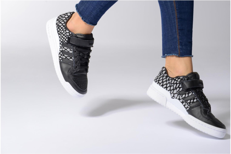 Baskets Adidas Originals Forum Lo W Noir vue bas / vue portée sac