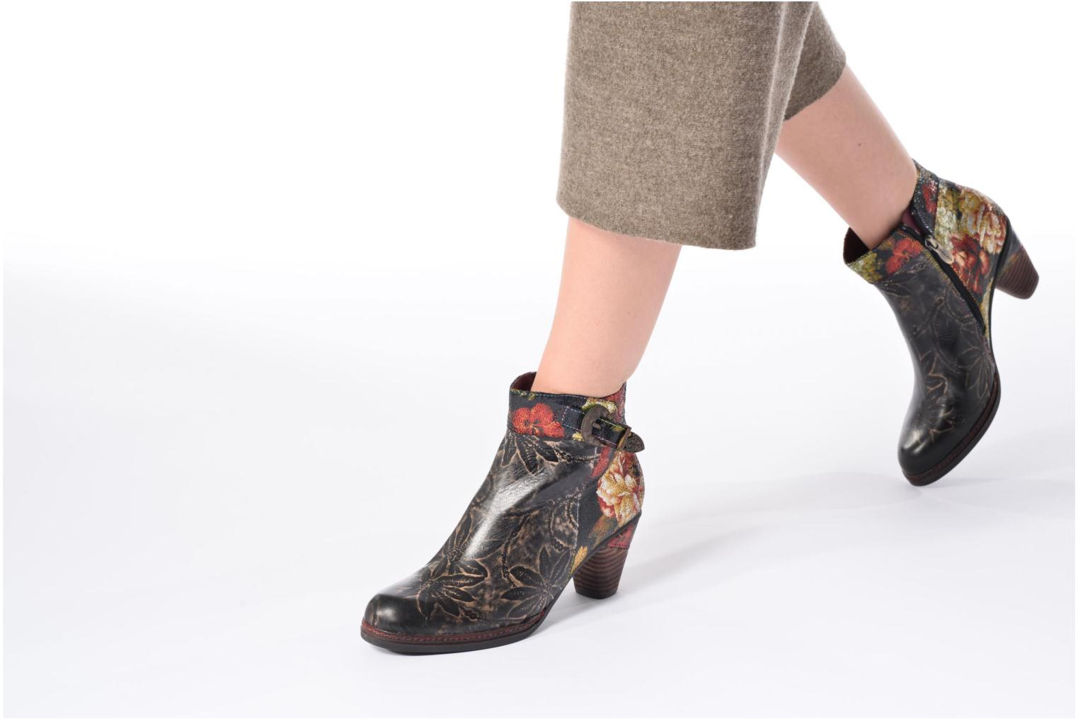 Ankle boots Laura Vita Alizee 07 Black view from underneath / model view
