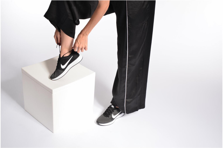 Sportschuhe Nike W Nike Dualtone Racer weiß ansicht von unten / tasche getragen