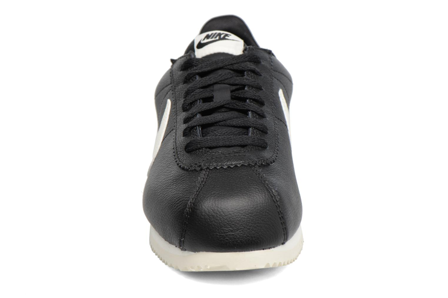 Trainers Nike Classic Cortez Leather Se Black model view