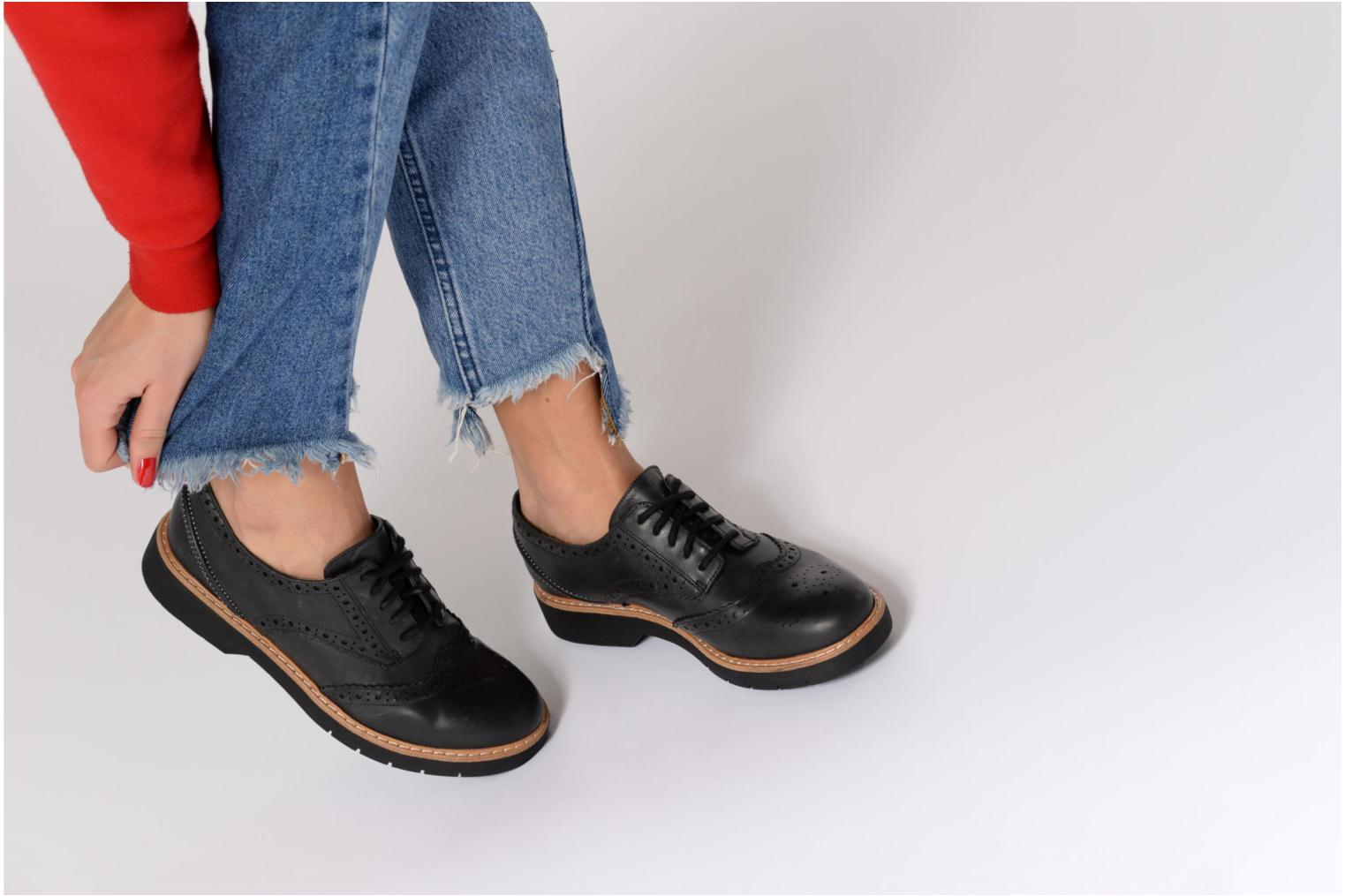 Lace-up shoes Clarks Witcombe Echo Black view from underneath / model view