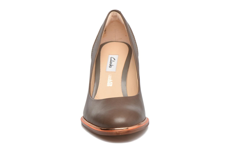 Escarpins Clarks Ellis Edith Gris vue portées chaussures