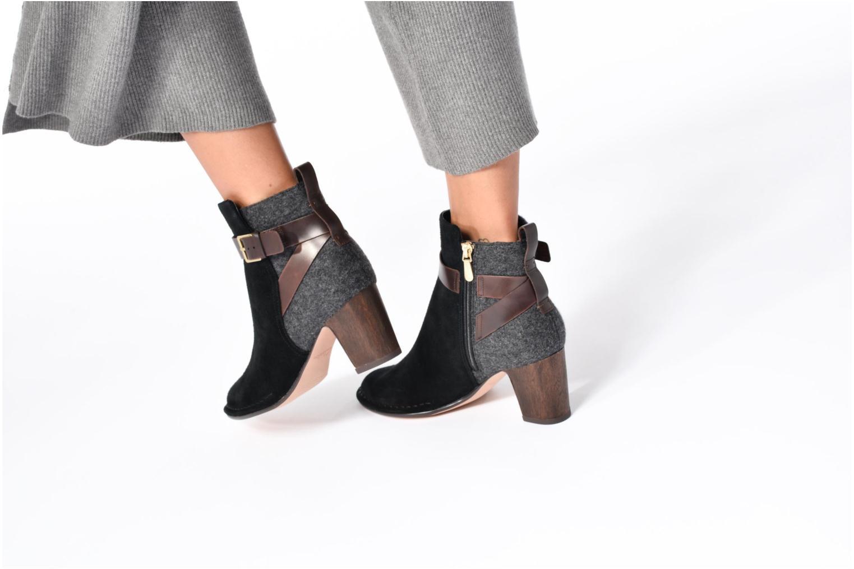 Bottines et boots Clarks Spiced River Noir vue bas / vue portée sac