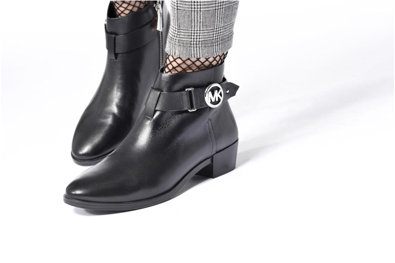 Bottines et boots Michael Michael Kors Harland Bootie Noir vue bas / vue portée sac