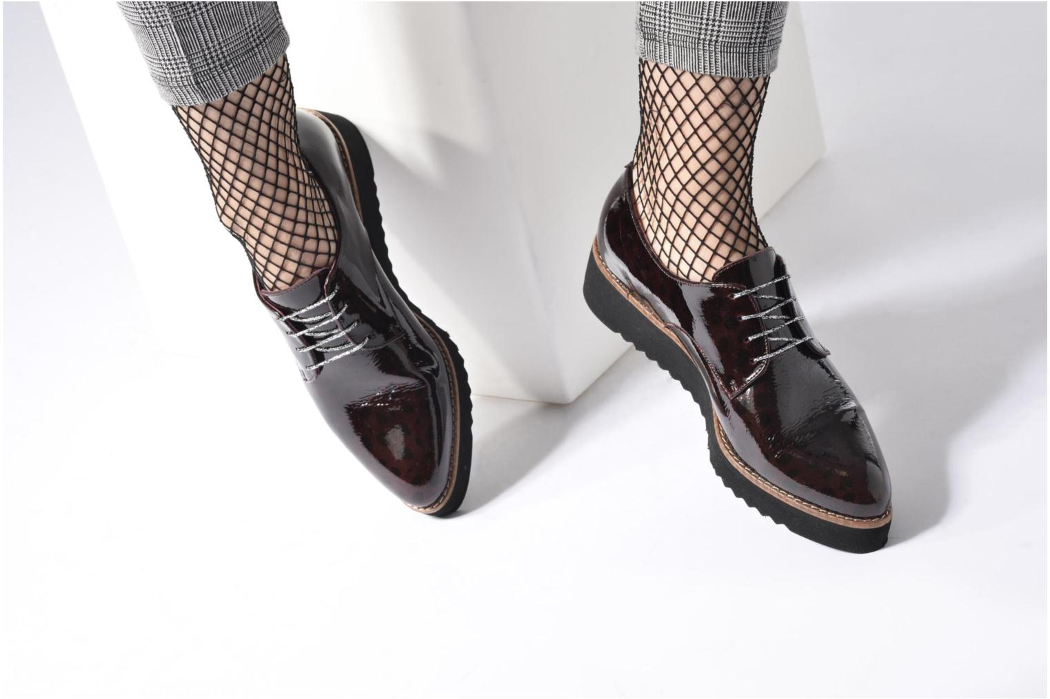 Lace-up shoes HE Spring Lana Burgundy view from underneath / model view
