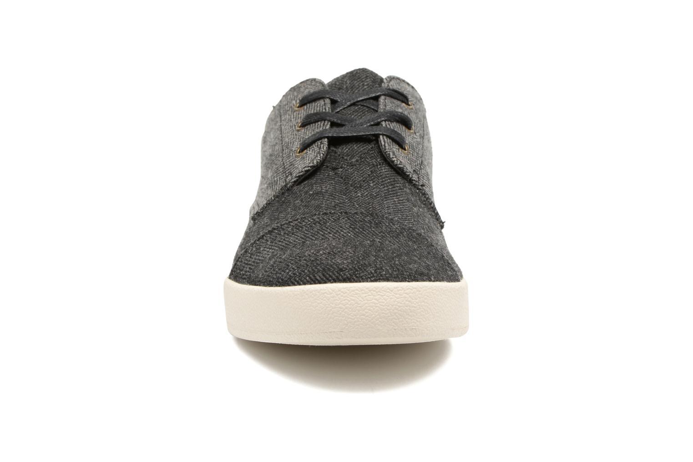 Baskets TOMS Paseo Gris vue portées chaussures