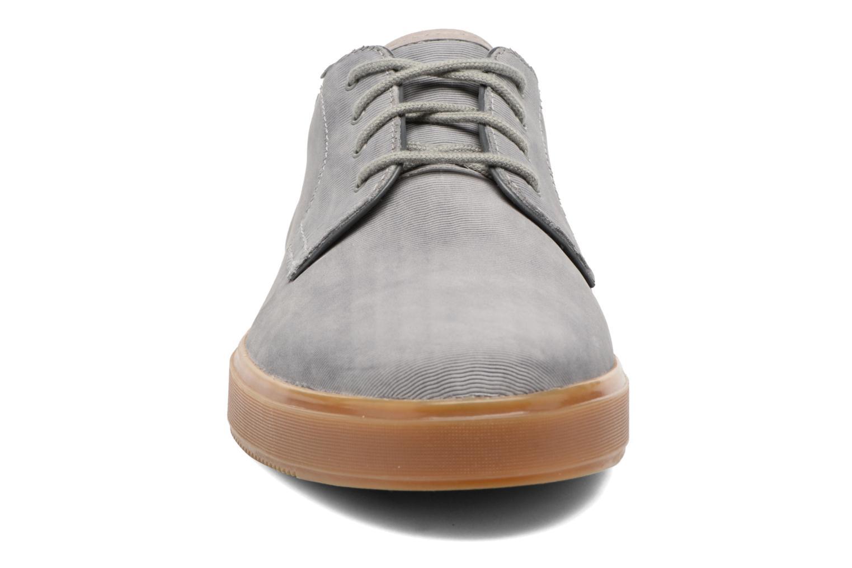 Baskets Clarks Calderon Lace Gris vue portées chaussures