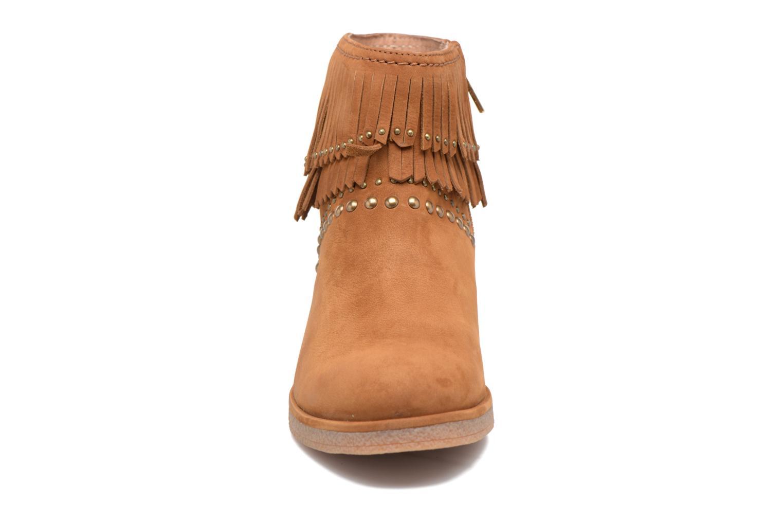 Bottines et boots UGG Ariane Marron vue portées chaussures