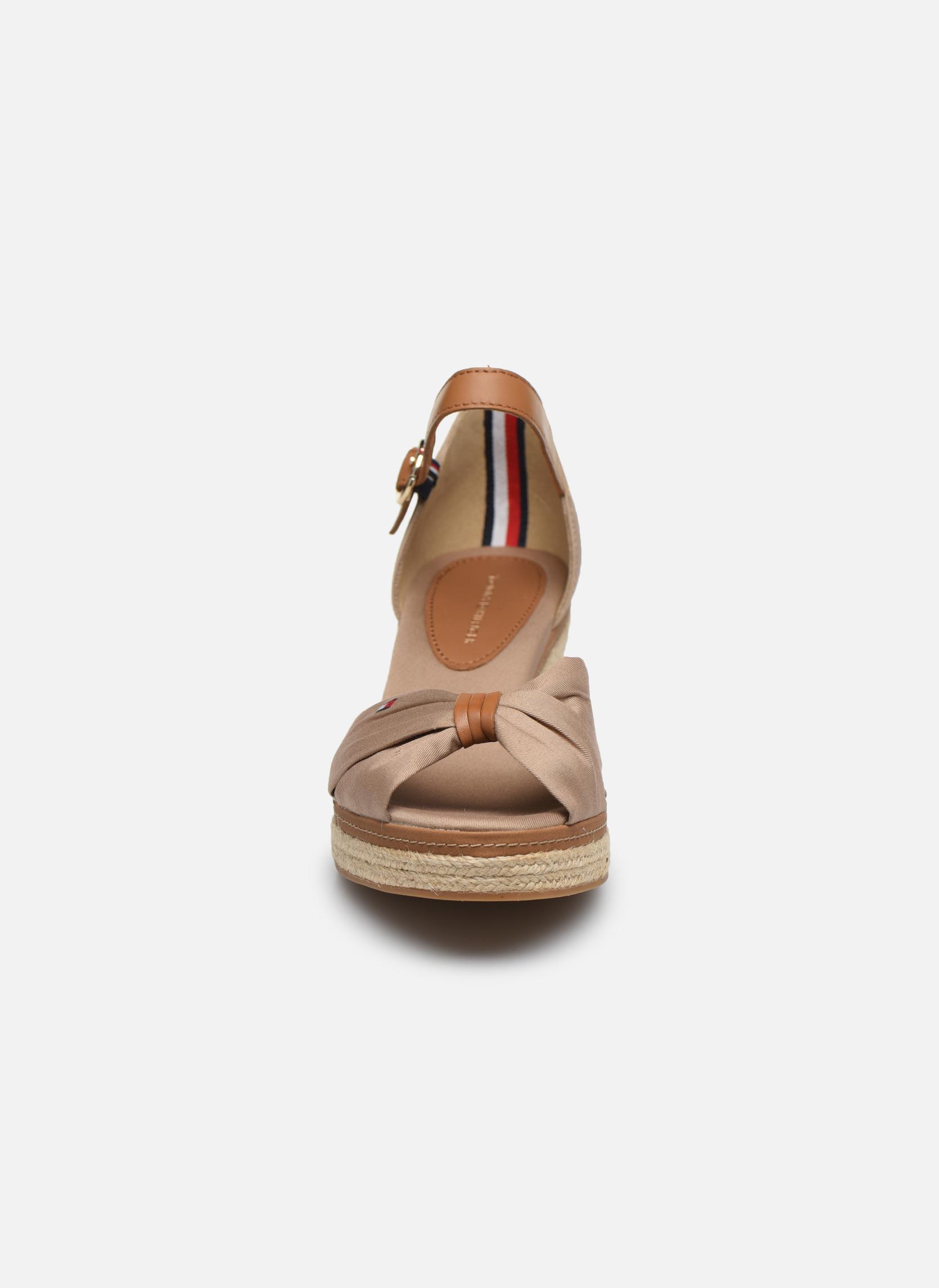 Espadrilles Tommy Hilfiger ICONIC ELBA SANDAL Beige vue portées chaussures