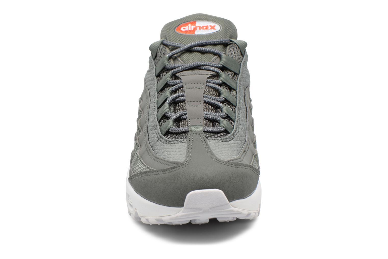 Baskets Nike Nike Air Max 95 Premium Se Gris vue portées chaussures