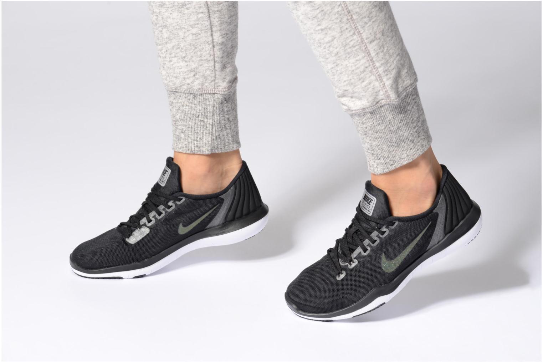 Sportschuhe Nike W Nike Flex Supreme Tr 5 Mtlc grau ansicht von unten / tasche getragen