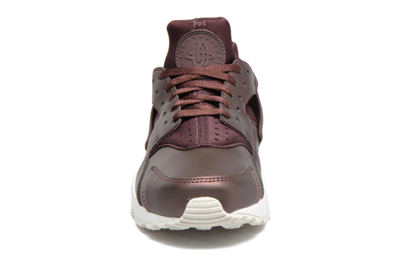 Baskets Nike Wmns Air Huarache Run Prm Txt Bordeaux vue portées chaussures