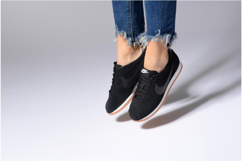 Baskets Nike Wmns Classic Cortez Suede Beige vue bas / vue portée sac