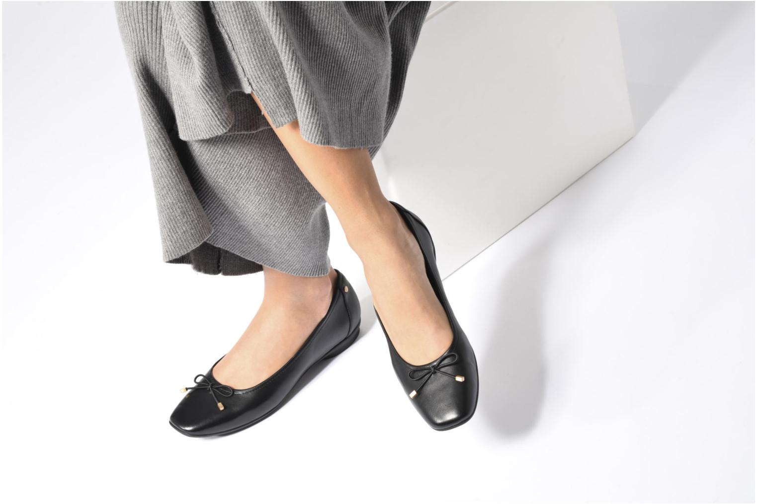 Ballet pumps Clarks Candra light Black view from underneath / model view
