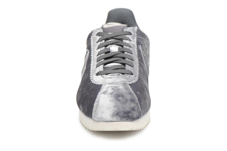 Trainers Nike Cortez Velvet Grey model view